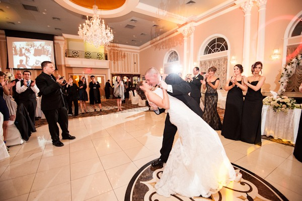 island-chateau-staten-island-new-york-real-weddings-28