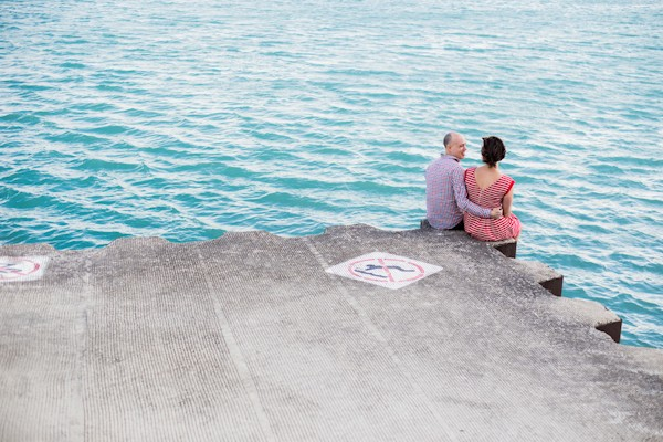 bright-spring-lakefront-millennium-station-chicago-engagement-photos-8
