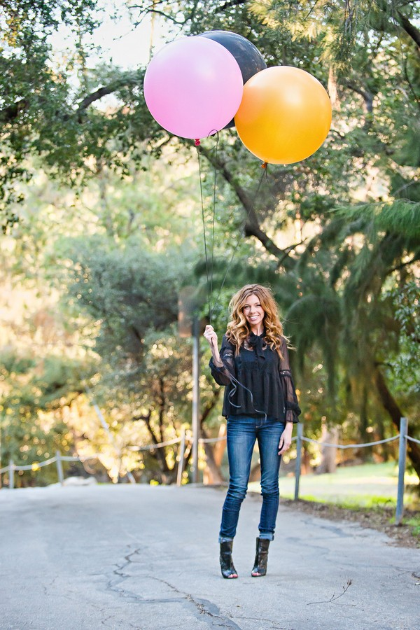 engagement session with balloon