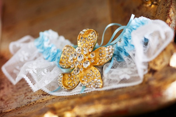 gold brooch garter