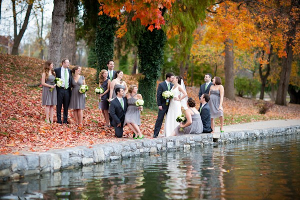fun bridal party pose idea