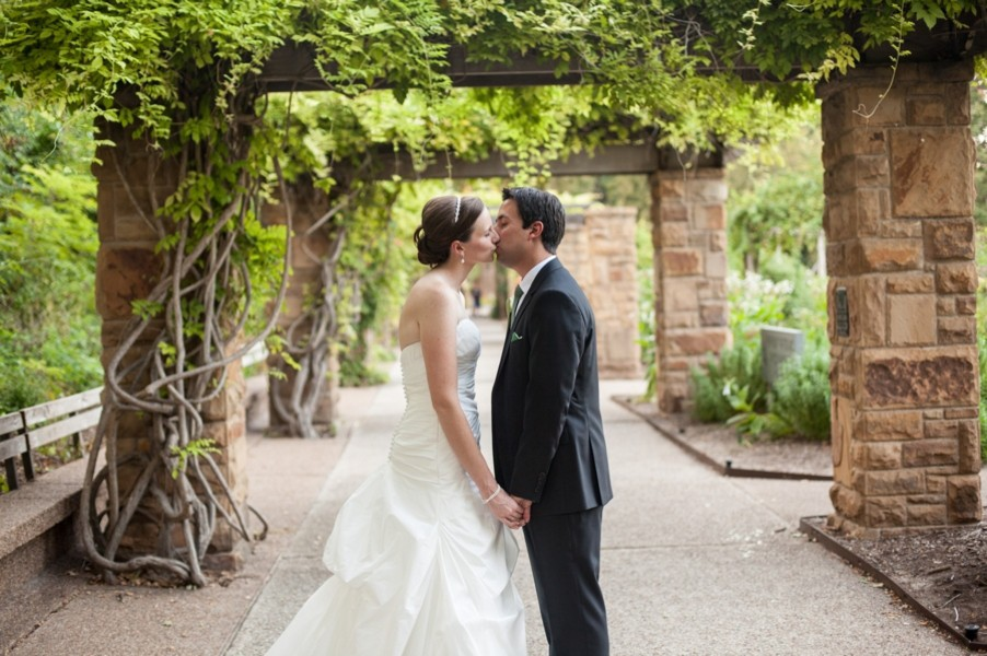 fort-worth-botanical-gardens-texas-real-weddings-trendy-bride-17