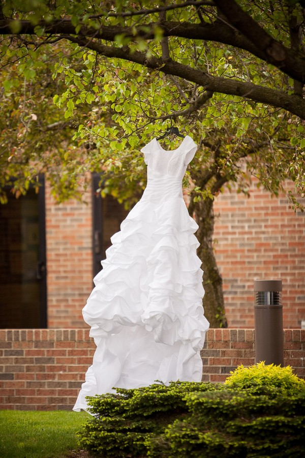 modern-walnut-creek-ohio-real-weddings-trendy-bride-5