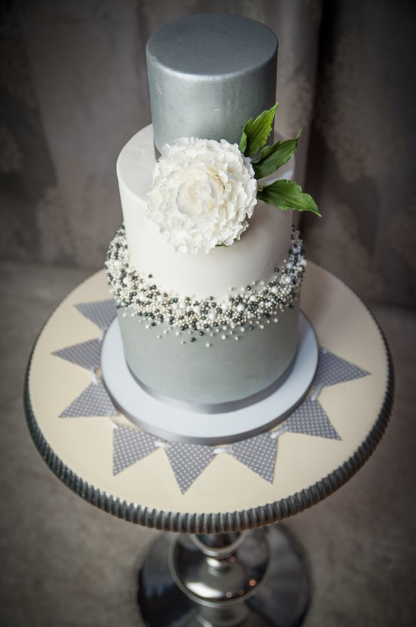 new-providence-grey-blue-and-silver-weddings-inspiration-trendy-bride.jpg