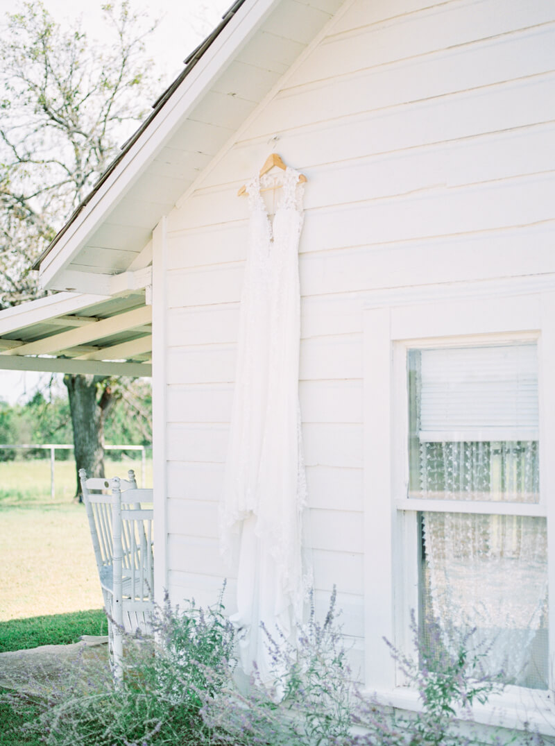 flying-v-ranch-wedding-photos-decatur-texas-14.jpg