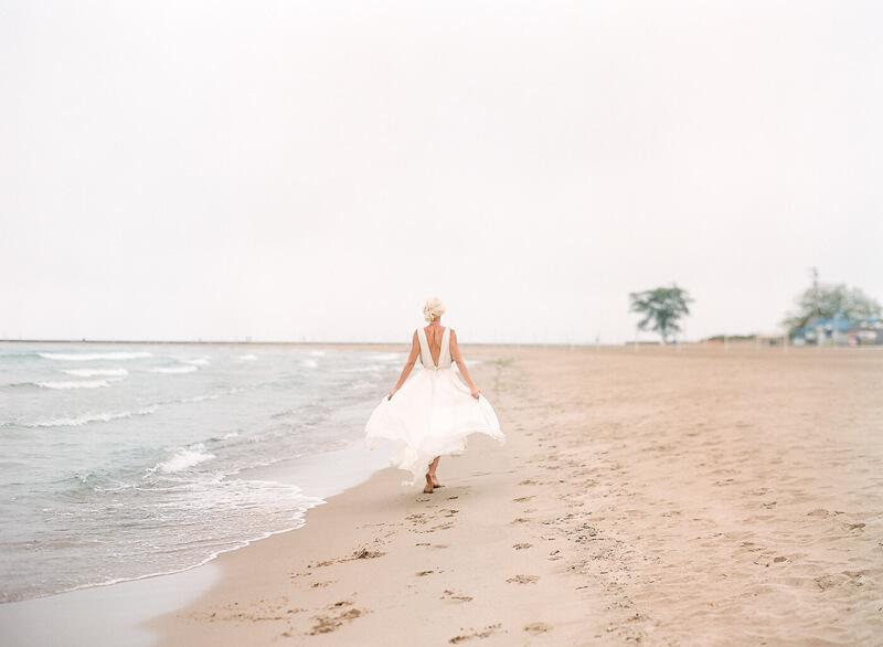 chicago-lakeside-wedding-inspiration-fine-art-5.jpg