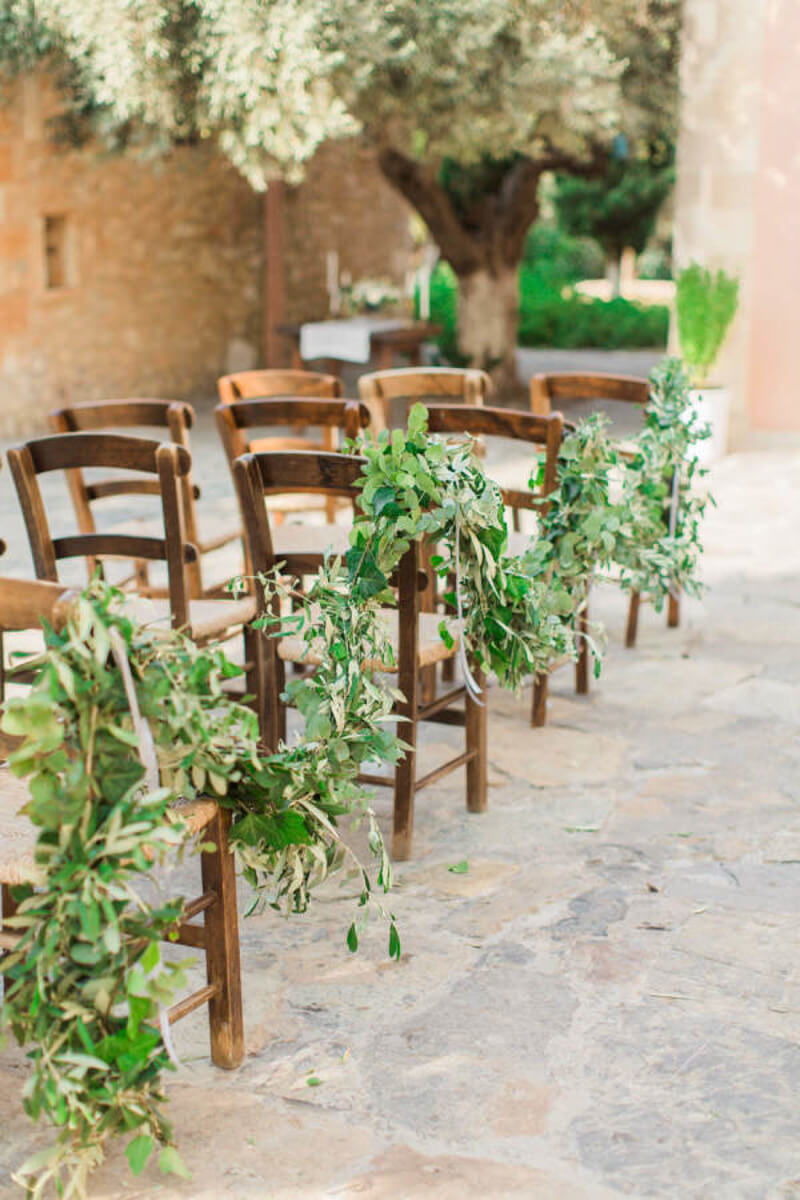 how-to-incorporate-greenery-into-your-wedding-4.jpg