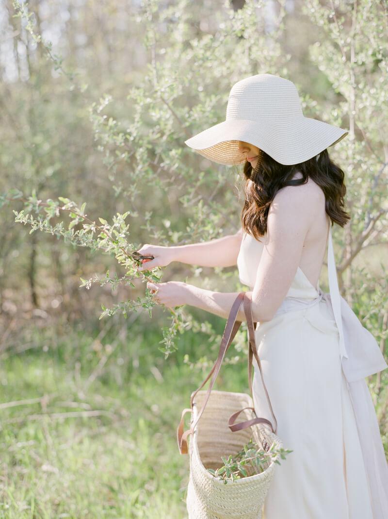 if-a-florist-weds-styled-shoot-fine-art-film-10.jpg
