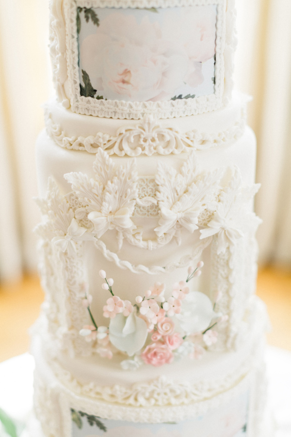 Lace Inspired Wedding Cakes