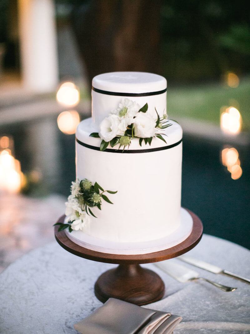 two-tier-wedding-cakes-6.jpg