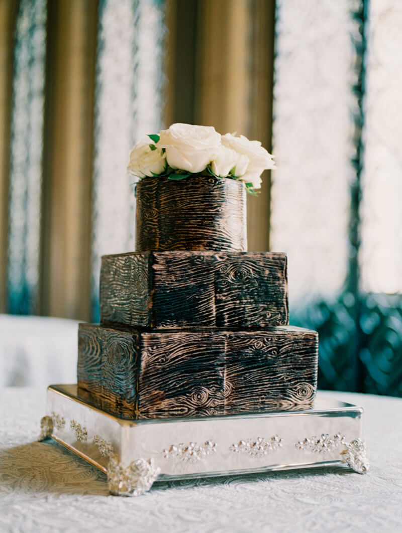 outside-the-box-wedding-cakes-2.jpg