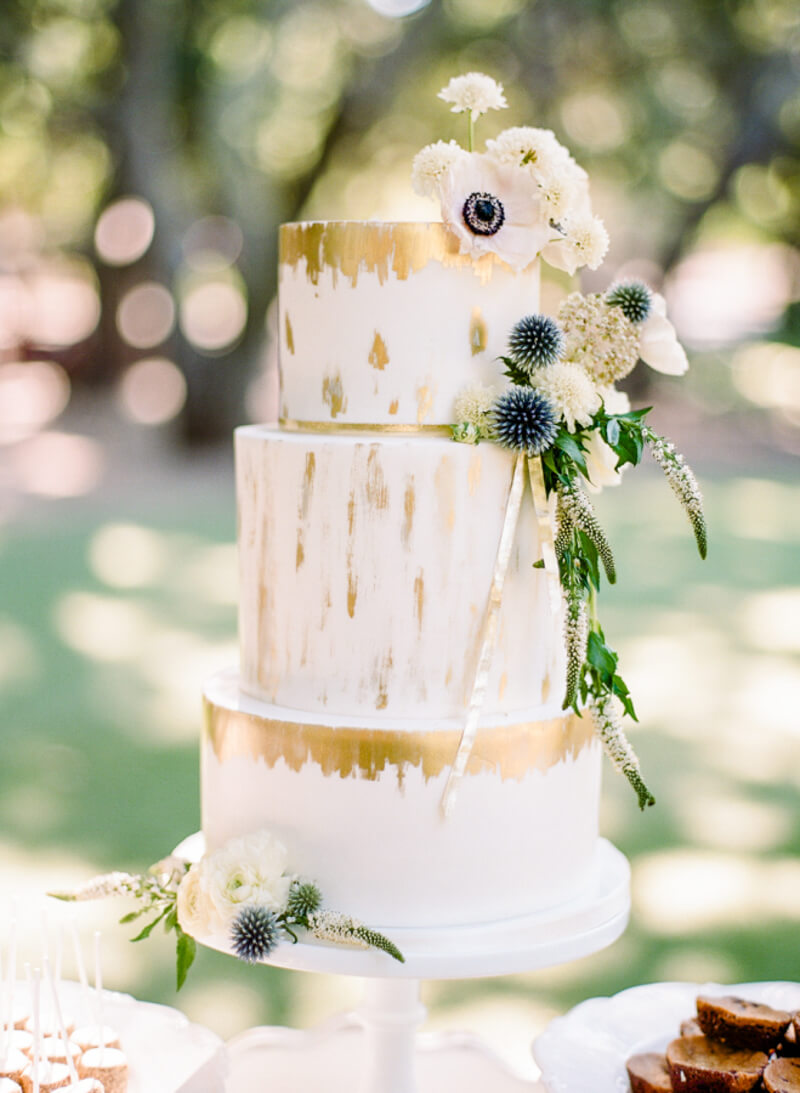 outside-the-box-wedding-cakes-4.jpg