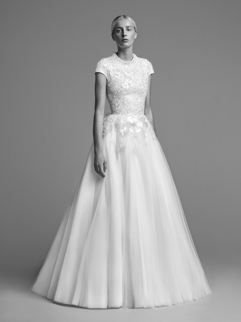 viktor-and-rolf-fall-2018-wedding-dresses-10.jpg