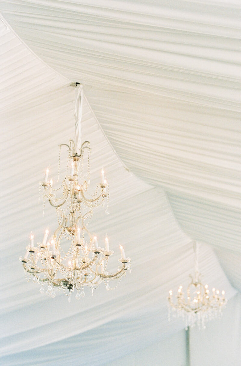 chandeliers-for-wedding-receptions.jpg