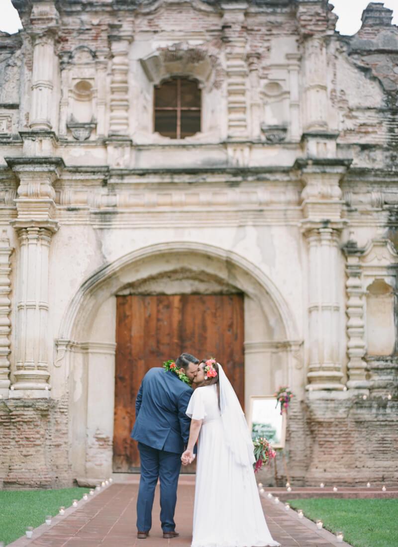 antigua-guatemala-wedding-fine-art-film-26.jpg