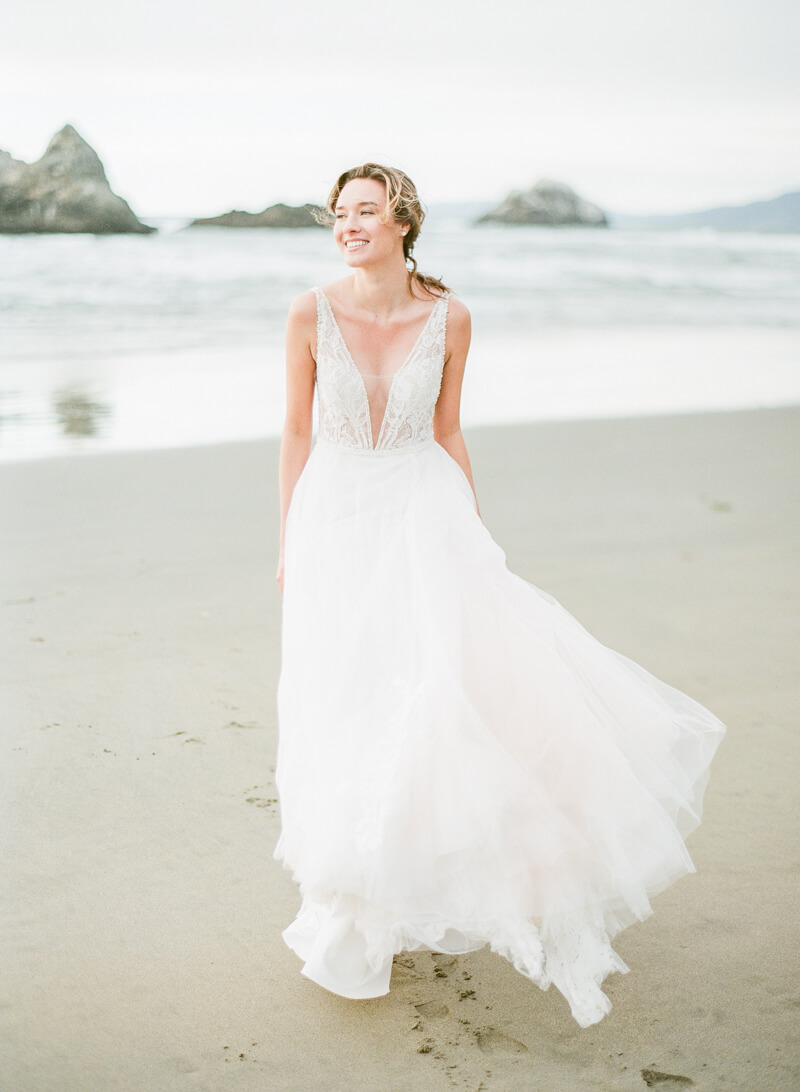 ocean-beach-wedding-inspo-15.jpg