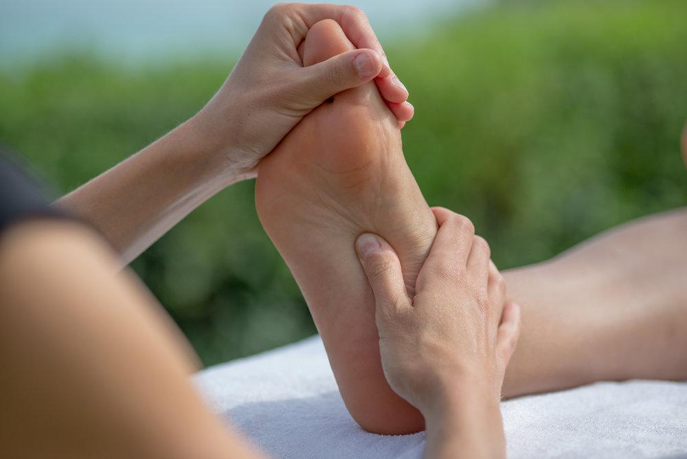 bihai-massages-biarritz-paris-pays-basque-reflexologie-plantaire-massage-des-pieds-drainage-lymphatique-sticks-en-bois-methode-traditionnelle.jpg