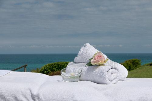 Massages à  domicile haut de gamme à Biarritz, côte basque par Elodie LE SAUX de Bihaimassages