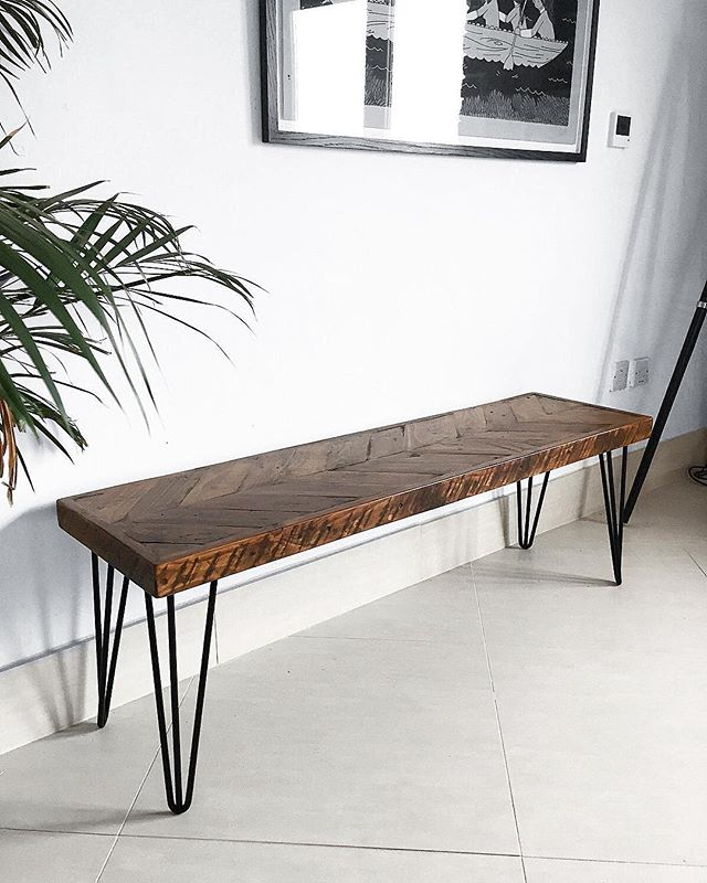 I love this rustic Chevron bench found on Caisley Co's Etsy shop. They have lots of styles to chose from but for me it's all about the dark wood 🖤 Check them out @caisleyco