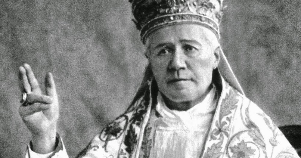 Pius-X-tiara.jpg