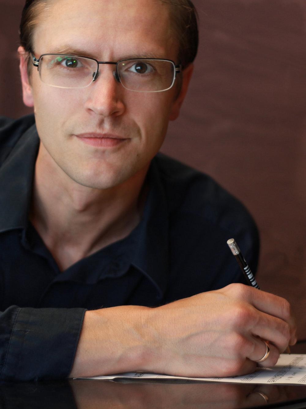 - Trond Kjelsås — piano(f. 1982) er bachelor frå Norges musikkhøgskole med jazzpiano som hovudinstrument. Han har òg ein mastergrad i musikkteknologi frå same stad. Kjelsås er lærar i jazzpiano, hovudinstrument laptop, komposisjon og musikkteori ved Oslo by steinerskole, men har òg undervist i satslære, komposisjons- og jazzpianodidaktikk ved musikkhøgskulen. Han er elles ein dedikert lys- og lydmann med oppdrag for ulike teater og institusjonar. Som musikar har han samarbeidd med profilerte artistar som Tine Thing Helseth, Frank Brodahl, Eckhard Bauer, Børre Dalhaug og Håvard Bakke. I ein periode konserterte han òg med den norske gruppa The Pussycats.