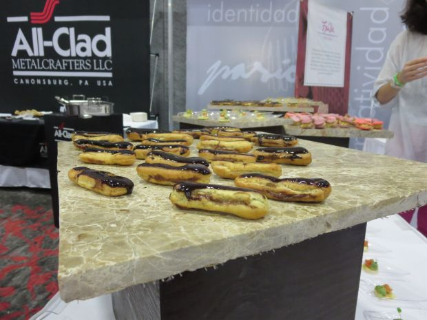 eclairs wine and food festival Cancun