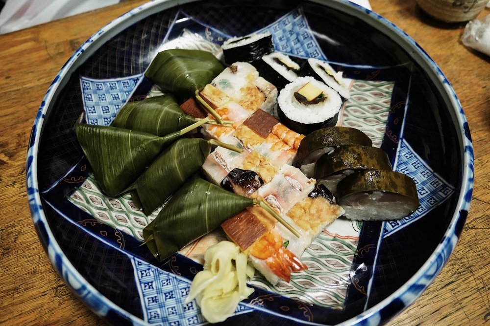 Ordered a platter for sharing.  They use banana leaf to wrap the sushi. From the left we have red snapper sushi, tamago and a slice of fish in sushi, the signature traditional sushi that is so colourful and appealing, and lastly the saba sushi wrapped in banana leaf.