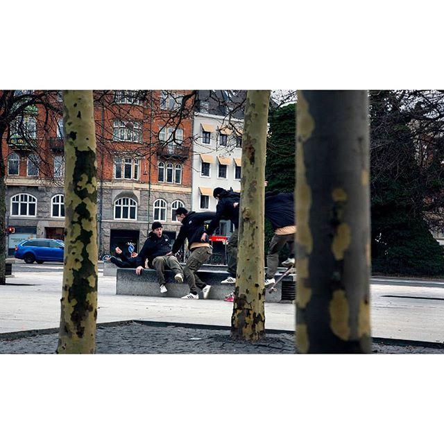 The bail . . . #exploretocreate #livefolk #peoplescreatives #justgoshoot #2instagoodportraitlove #instagoodmyphoto #citykillerz #gramslayers #urbanromantix#streetshared #magnumphotos #streetphotographyinternational #streetphotographyjournal #streets_vision