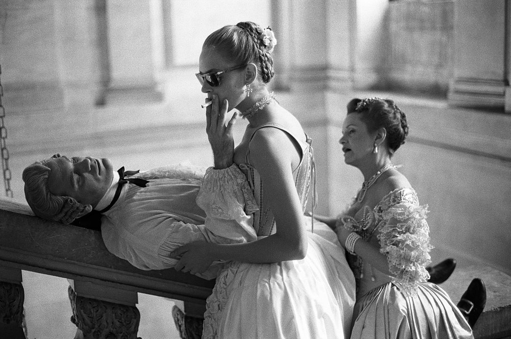 "John Malkovich, Uma Thurman, and Swoosie Kurtz, ""Dangerous Liasons"", Château de Maisons-Laffitte, France, 1988"