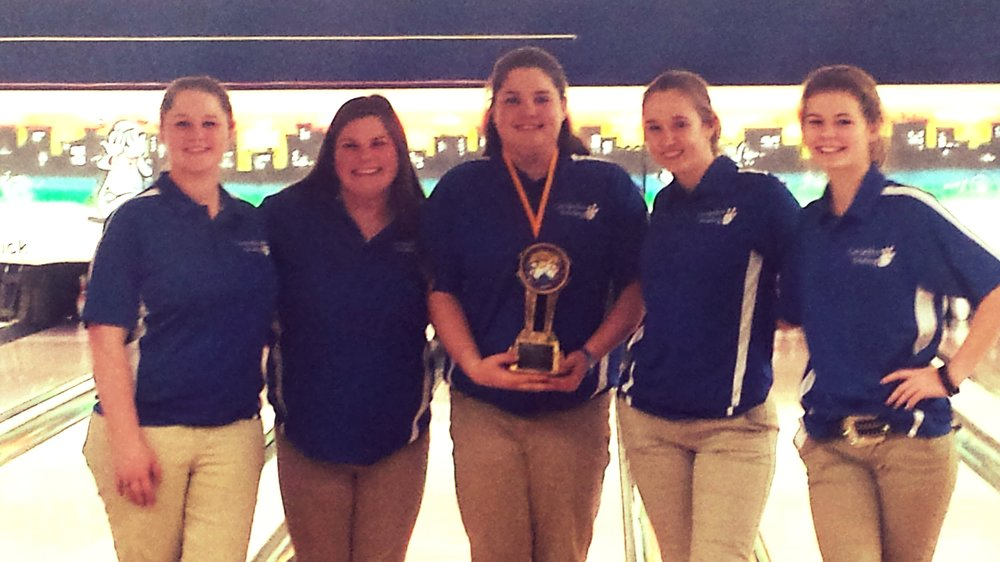 Cornjerker Bowlers took 2nd place in a very tight battle at the Bloomington Invite. Only lost by 37 pins.