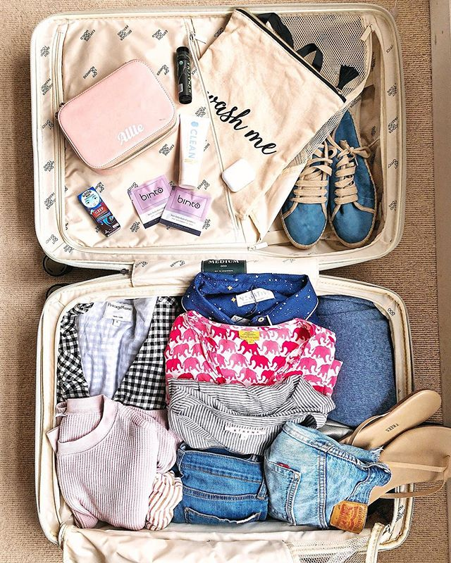 Have suitcase ✈️ will travel! || With Spring break and warmer weather around the corner, do you have the right travel equipment?? And by equipment I mean do you have the perfect suitcase? I am so excited about my new @oootraveling medium suitcase! It is the perfect size for a long weekend (if you're an over packer like me) or a week trip! there are TONS of compartments which is great for easy, efficient storage. Want to win your own?? STAY TUNED because there maaaay be an exciting #giveaway coming on Monday!! . . . #thehealthmason #wellnessblogger #travel #suitcasetravels #whatsinmysuitcase #whatsinmybag #baltimoreblogger #marylandblogger