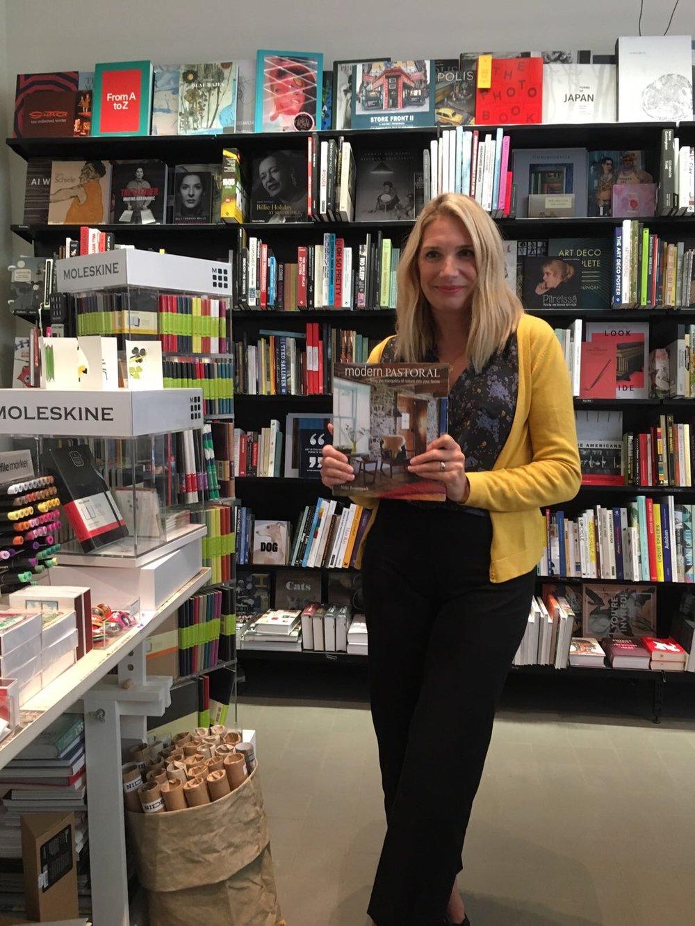Leidsime juhuslikult kohalikust raamatukauplusest Niki esimese raamatu. :-)