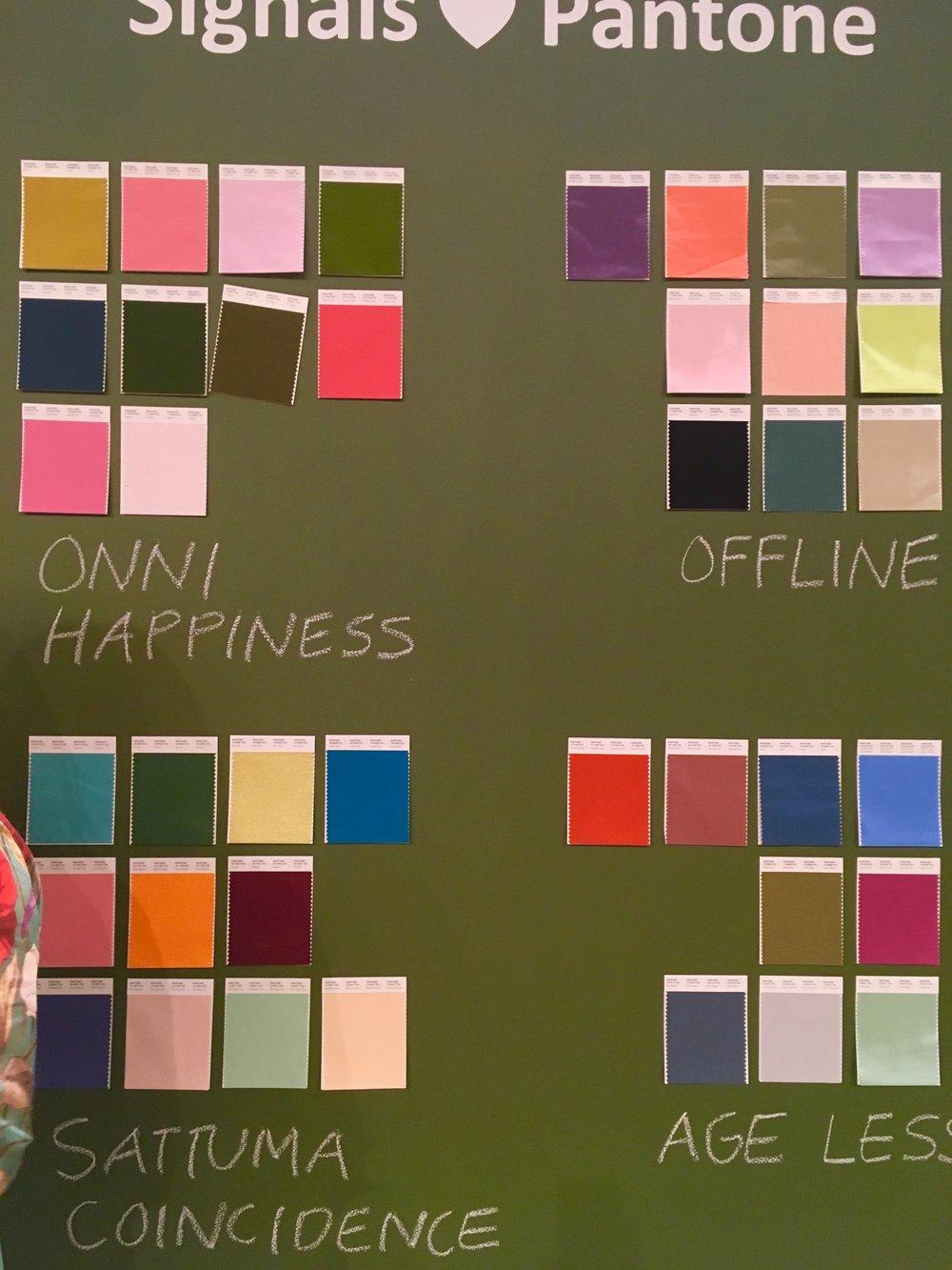 Lähtuvalt SIGNALS väljapaneku kontseptsioonist on loodud Pantone värvikaart.