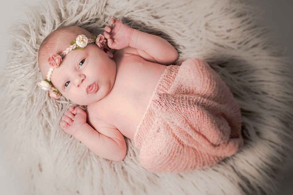 Newborn pose | Children's Photography