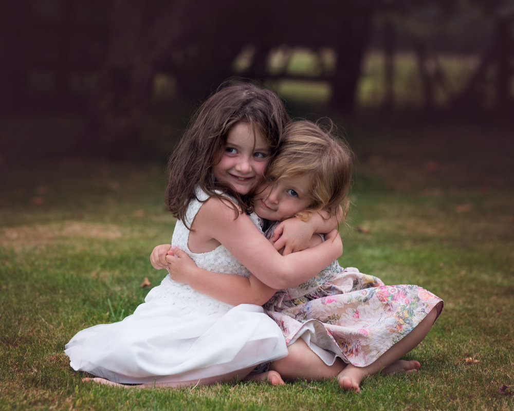 Sisters hugging | Children's Photography