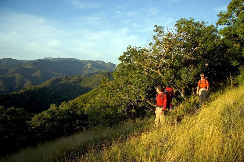 Hikingsunrise-800x600.jpg