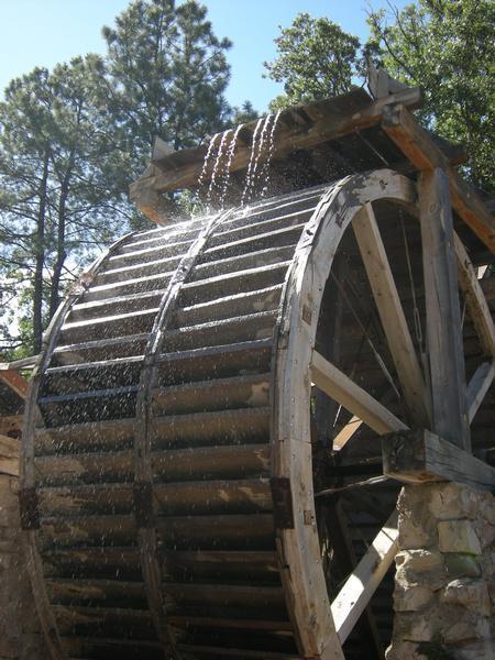 Dowlin Water Wheel-800x600.JPG