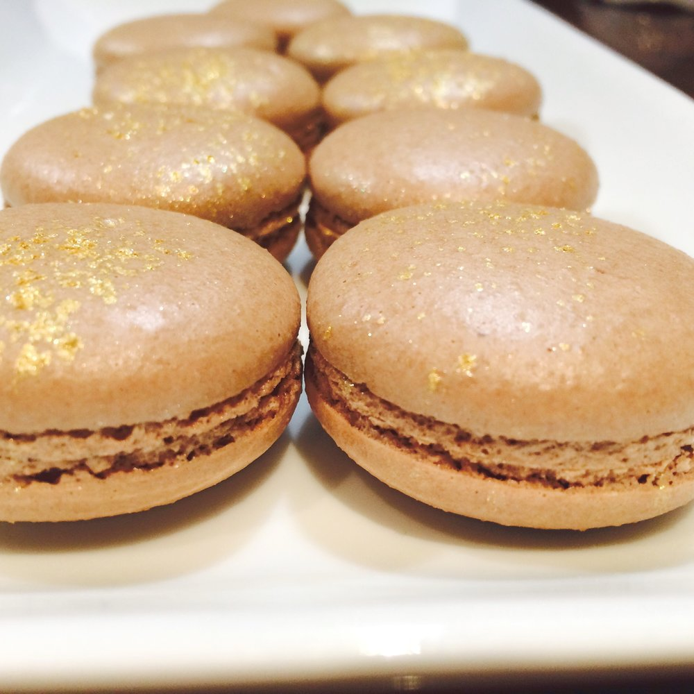 sweetburger-golden-macarons