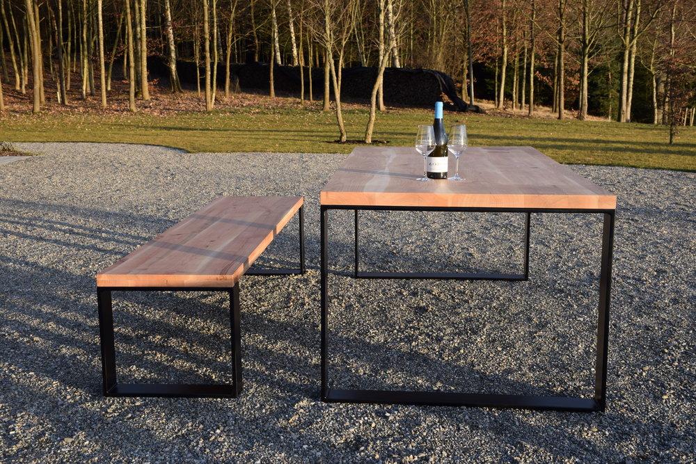 Tisch + Bank in Kirsche -