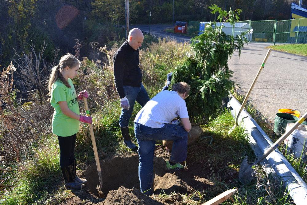 2016-11-05 Tree Planting Day (2).JPG