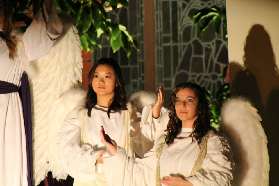 Living Nativity - Pair Angels.jpg