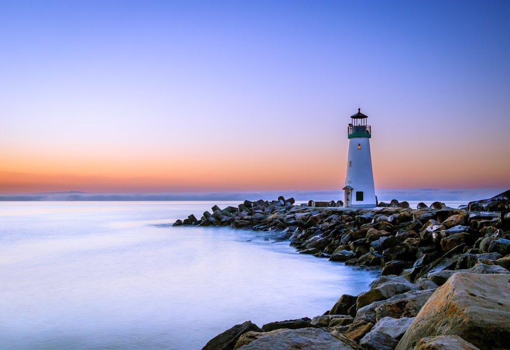 Alki beach lighthouse.jpg