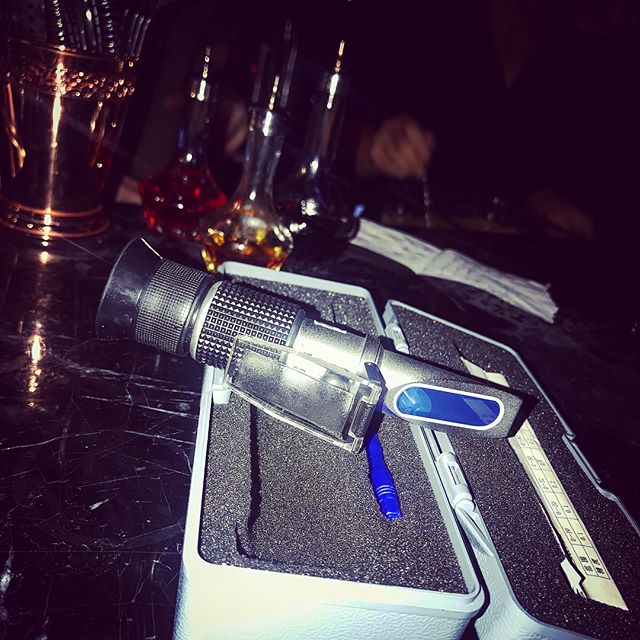 when mixology meets high-tech 😜 #refractometer #cocktology  @deus_cocktails_sh #craftcocktail #shanghaibynight #bartenderlife #cocktailporn #happyhour #iamdeus
