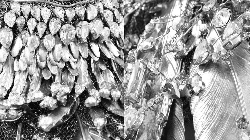 Plastron-en-estampes-de-plumes-de-laiiton-argente-rehausse-de-cristal-Body-Lycra-
