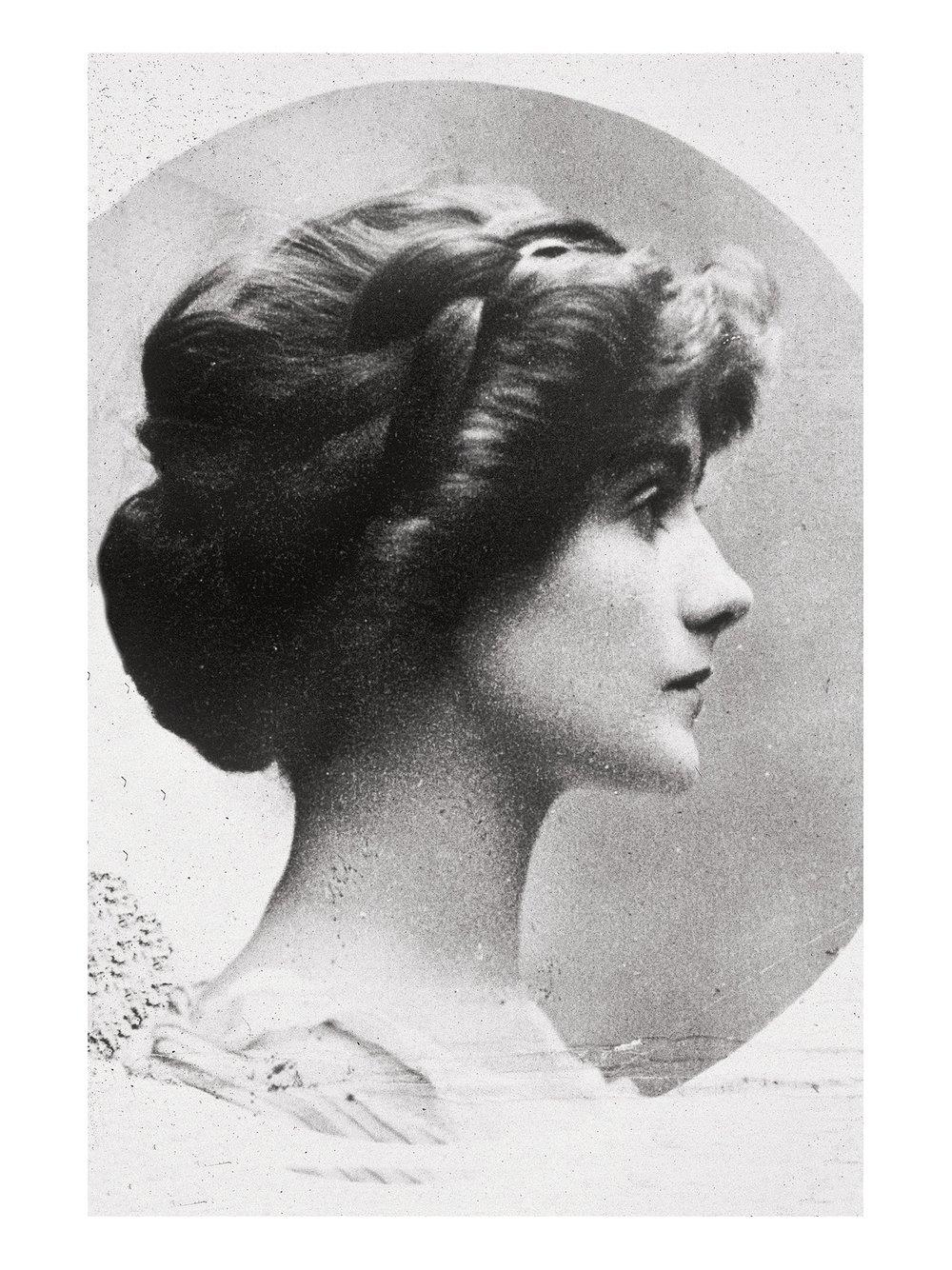 1909_chanel_cheveux_longs.jpg