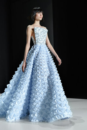 Spring 2017 Haute Couture: Ralph & Russo Embraces Geometry and ...