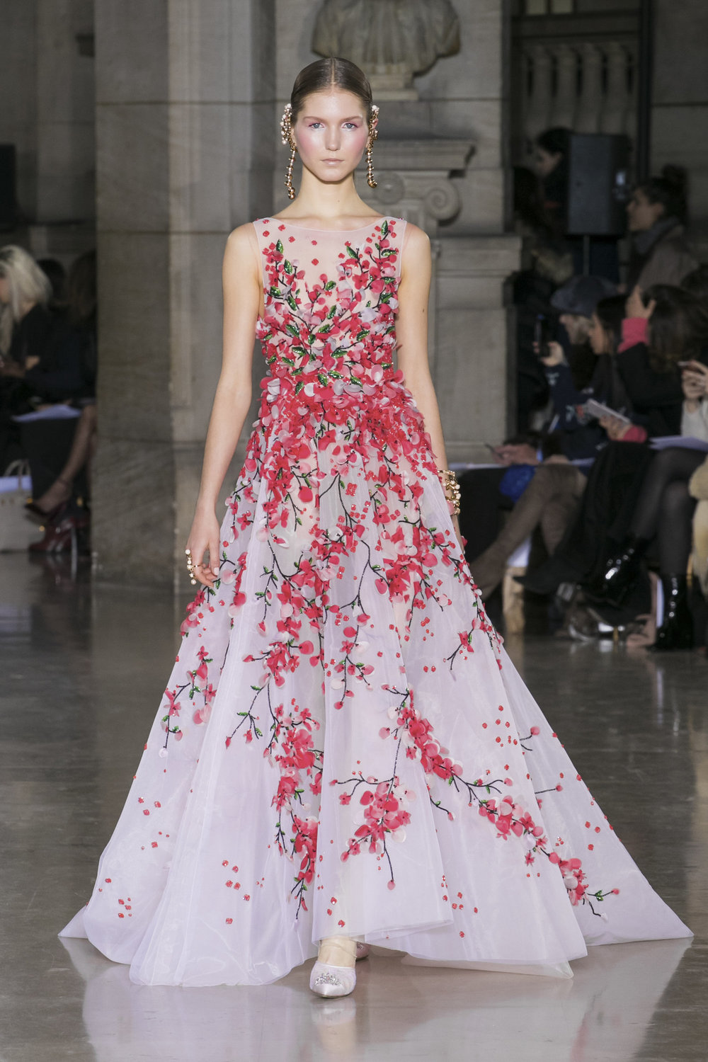 Spring 2017 haute couture georges hobeika 39 s oriental for Haute couture members
