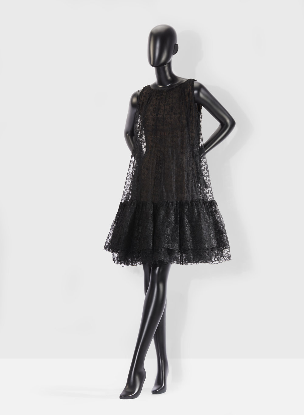 Balenciaga - 1958     A couture lace 'baby doll' dress from Maison Marescot  Estimate : €2,000-3,000