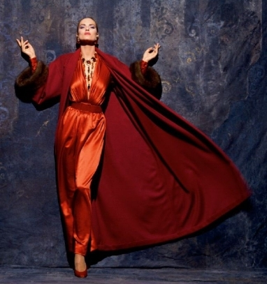 Ensemble+du+soir+-+robe+en+satin+et+manteau+en+cachemire+et+zibeline,+Hubert+de+Givenchy,+hiver+1991+©+Skrebneski+photography.jpg