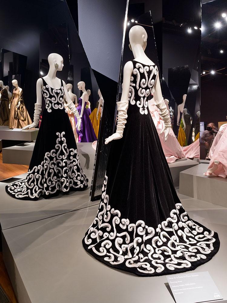 scar de la Renta for Pierre Balmain, Evening Dress, fall winter 1999–2000,.jpg